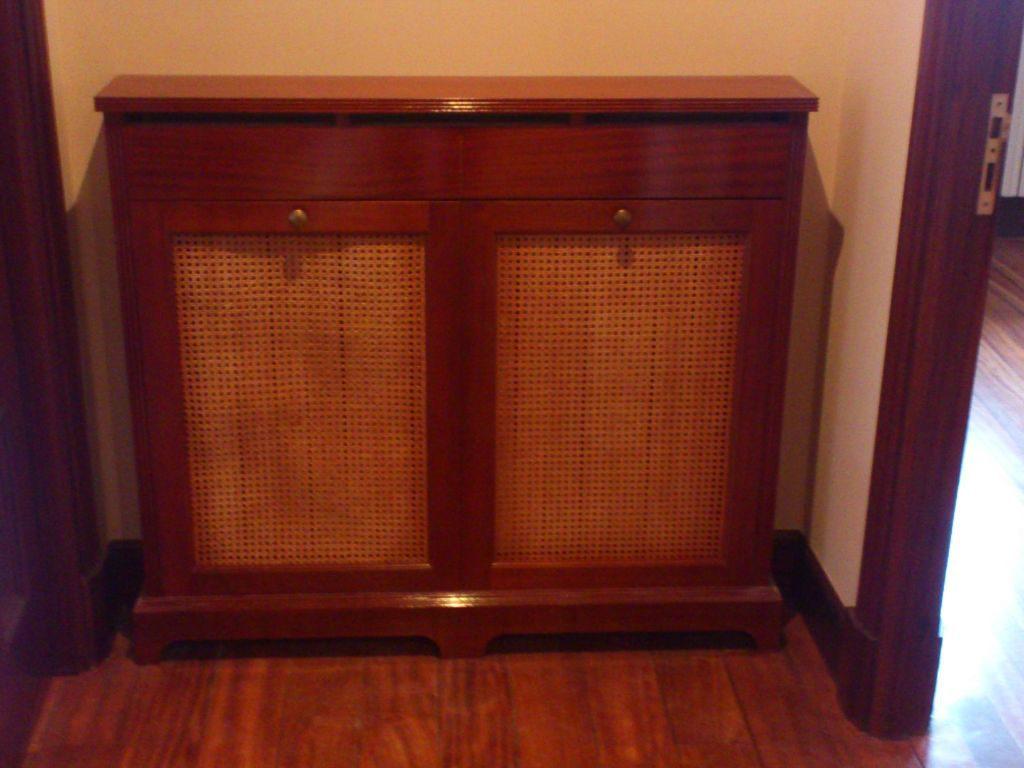Dise os de puertas de madera carpinter a malmas n for Mueble cubreradiador